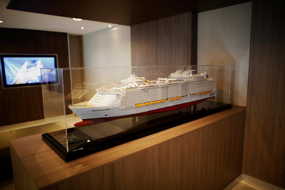 Choáng với con tàu du lịch lớn nhất thế giới, bên trong như chứa cả một thành phố - 2