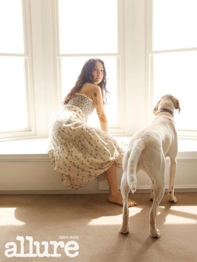 """""""Nữ hoàng sexy"""" Lee Hyori gợi cảm hết cỡ trên bìa tạp chí - 2"""