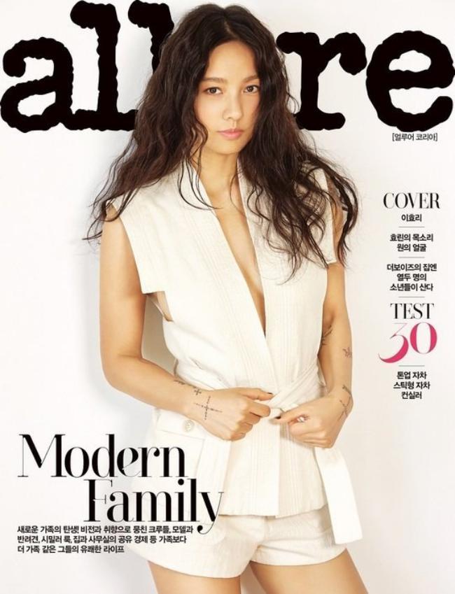 """""""Nữ hoàng sexy"""" Lee Hyori gợi cảm hết cỡ trên bìa tạp chí - 1"""
