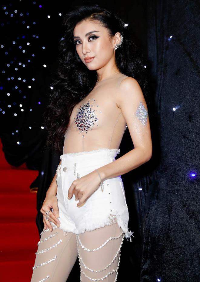 """""""Âm mưu"""" sau 2 bộ đồ bị đánh giá phản cảm của cháu gái Lam Trường"""