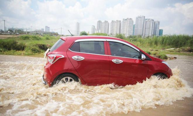 10 Lưu ý khi lái xe ôtô trong mùa mưa bão để tránh gây hư hại xe - 1