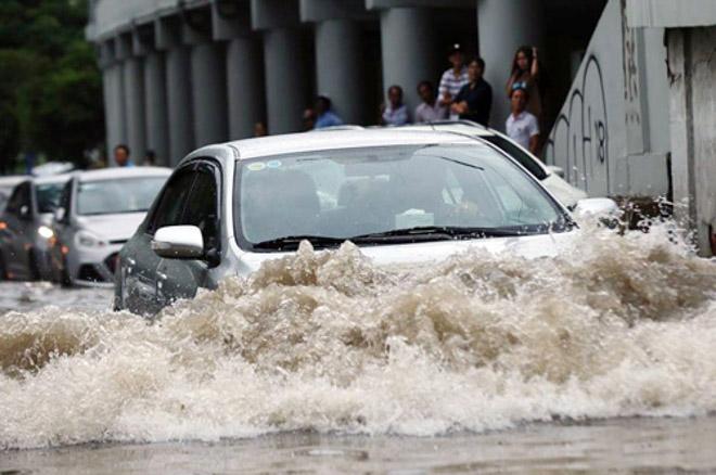 10 Lưu ý khi lái xe ôtô trong mùa mưa bão để tránh gây hư hại xe - 3