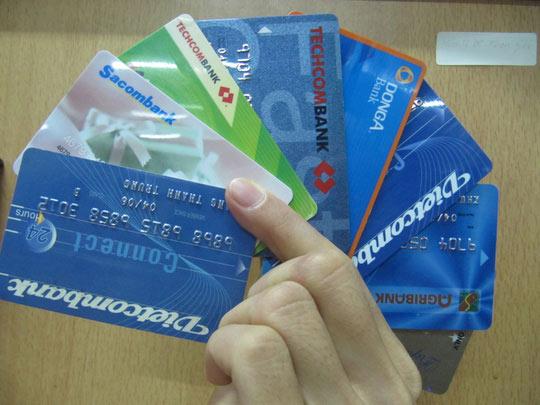 Ngân hàng không có máy ATM phải đóng phí 8.000 đồng/giao dịch - 1