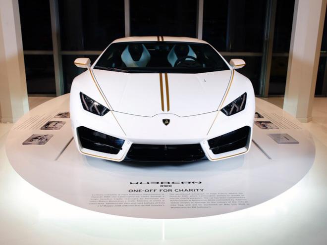 Lamborghini Huracan của Giáo hoàng được bán với mức giá kỷ lục - 2