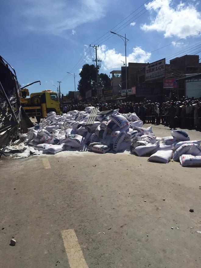Xe tải mất phanh gây tai nạn liên hoàn, 5 người tử vong - 4