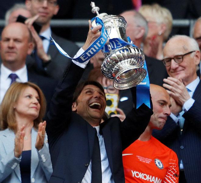 Chelsea hạ MU vô địch FA Cup: Tân vương vỡ òa, Conte ôm Mourinho ăn mừng - 10