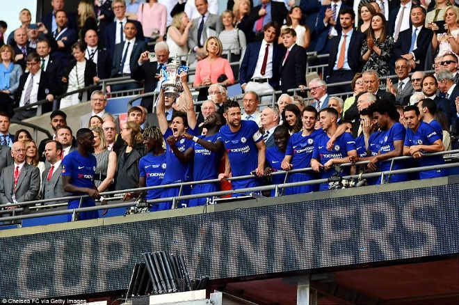 Chelsea hạ MU vô địch FA Cup: Tân vương vỡ òa, Conte ôm Mourinho ăn mừng - 13