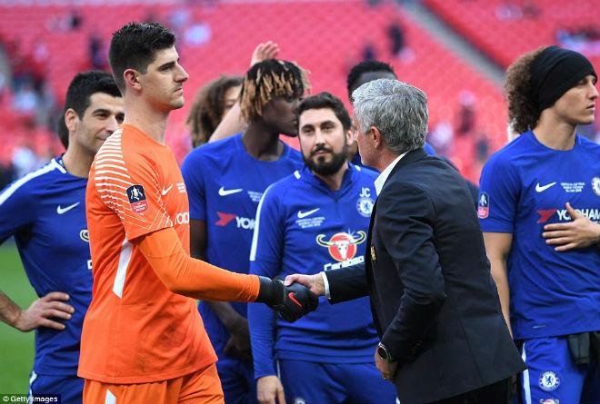 Chelsea hạ MU vô địch FA Cup: Tân vương vỡ òa, Conte ôm Mourinho ăn mừng - 6