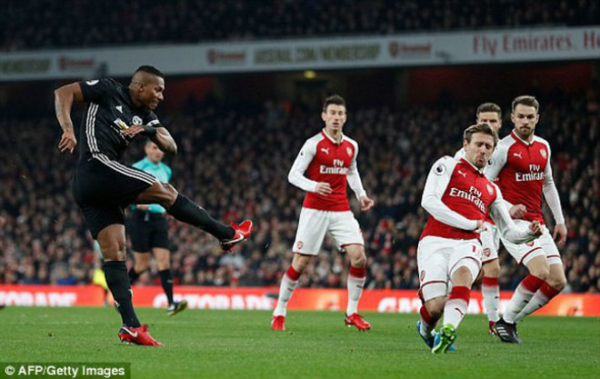 Khốc liệt Premier League 2017/18: MU ngược dòng Man City, hạ Arsenal - 2