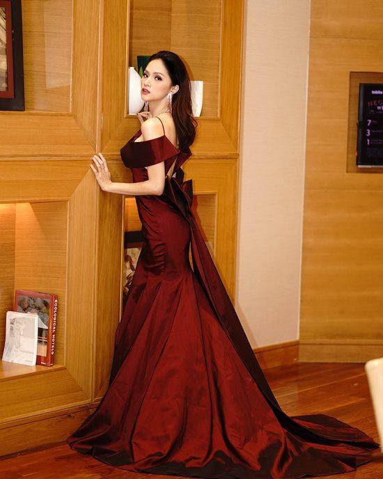 Lộng lẫy với váy xuyên thấu, 2 hoa, á hậu đài VTV đẹp nhất tuần - 6