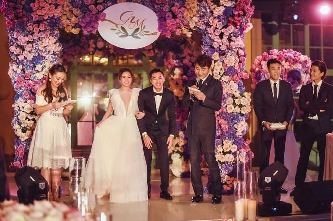 Tình cũ Trần Quán Hy diện váy khoét sâu tận rốn trong lễ cưới ở Mỹ - 1