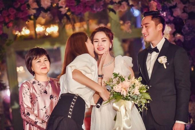 Tình cũ Trần Quán Hy diện váy khoét sâu tận rốn trong lễ cưới ở Mỹ - 3