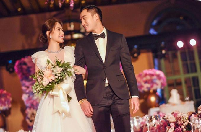 Tình cũ Trần Quán Hy diện váy khoét sâu tận rốn trong lễ cưới ở Mỹ - 2