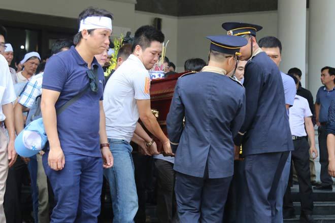 Đẫm lệ đưa tiễn người lái tàu trong vụ tai nạn ở Thanh Hóa - 12