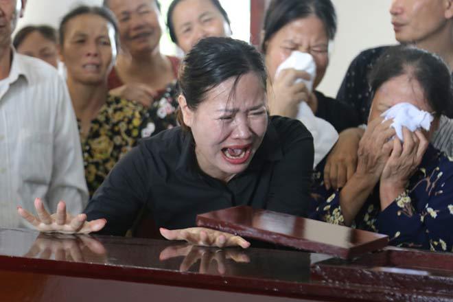Đẫm lệ đưa tiễn người lái tàu trong vụ tai nạn ở Thanh Hóa - 2