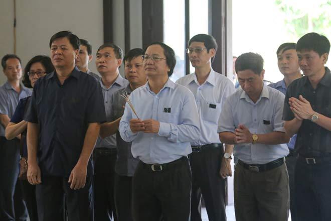 Đẫm lệ đưa tiễn người lái tàu trong vụ tai nạn ở Thanh Hóa - 7