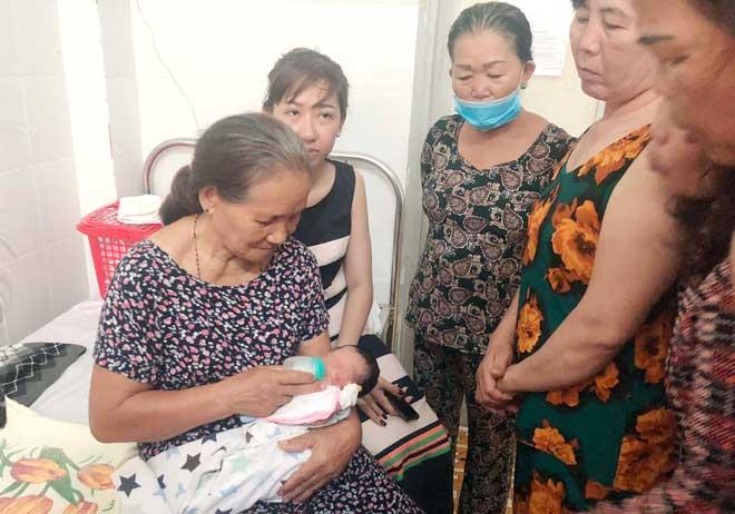 Vụ bé trai bị chôn sống ở Bình Thuận: Giám định ADN để xác định mẹ ruột bé - 2