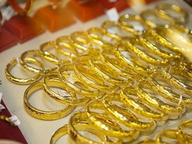Giá vàng hôm nay 1/6: Vàng đồng loạt chìm sâu