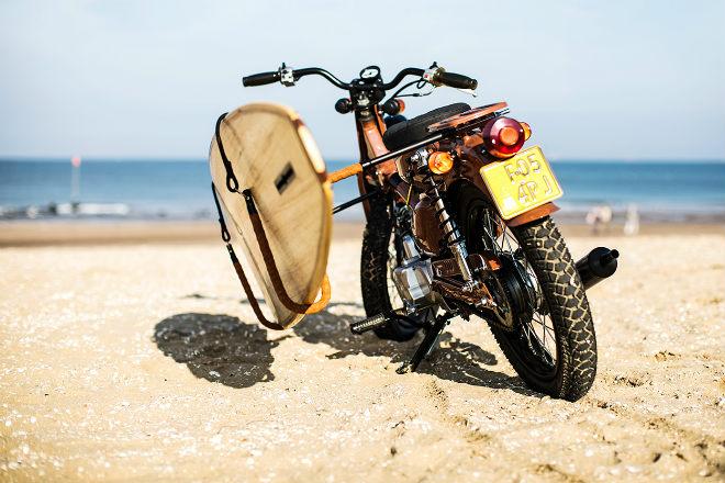 Huyền thoại Honda Super Cub hóa xế đi biển cực chất - 10