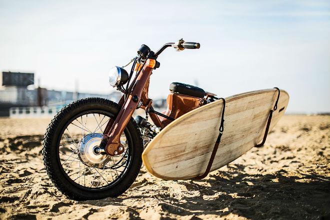 Huyền thoại Honda Super Cub hóa xế đi biển cực chất - 2