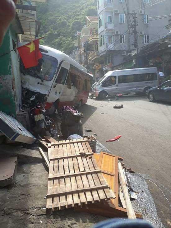 Xe khách mất phanh gây tai nạn tại Cát Bà, 10 người bị thương - 2