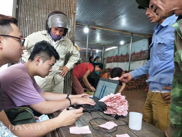 Ảnh, Clip: Khoảng 100 thương nhân Trung Quốc đổ về Lục Ngạn mua vải thiều - 9