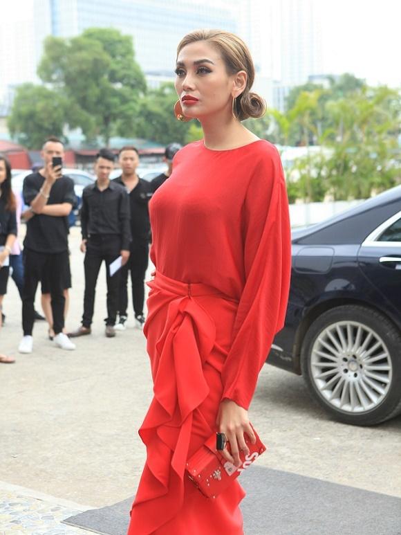 Minh Hằng mặc o ép vòng 1, sexy áp đảo Thanh Hằng, Võ Hoàng Yến - 9