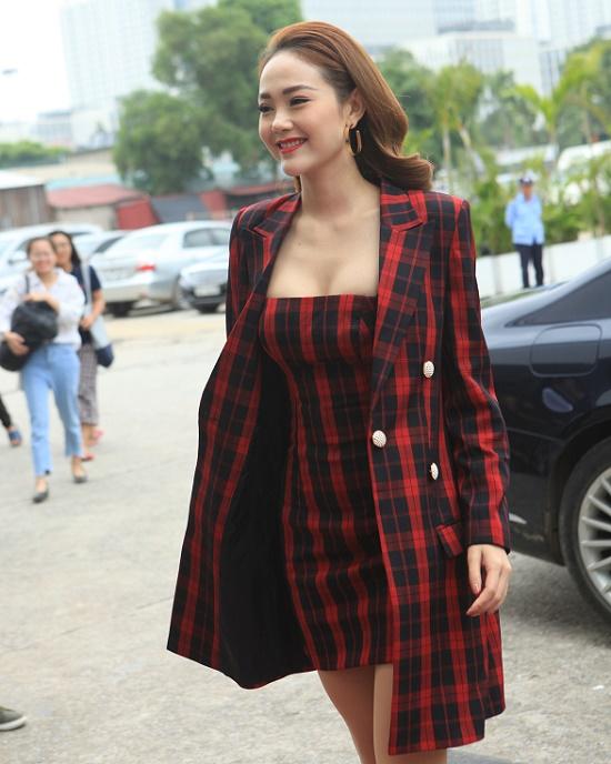 Minh Hằng mặc váy bó chẽn, sexy áp đảo Thanh Hằng, Võ Hoàng Yến