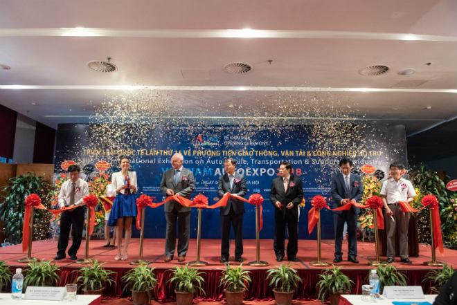 Vietnam AutoExpo 2018 khai mạc, hiện diện toàn xế hàng khủng - 1