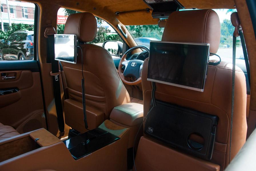 Toyota Fortuner độ nội thất khủng nhất Việt Nam, có cả bầu trời sao phong cách Rolls-Royce - 6