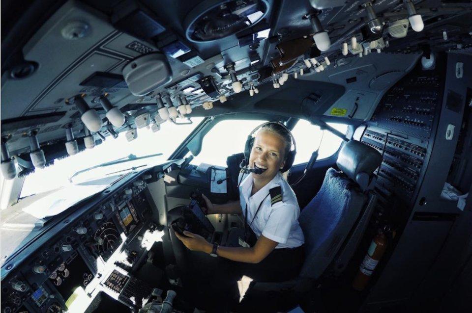 Ngắm nhan sắc của các nữ phi công xinh đẹp nhất thế giới - 5