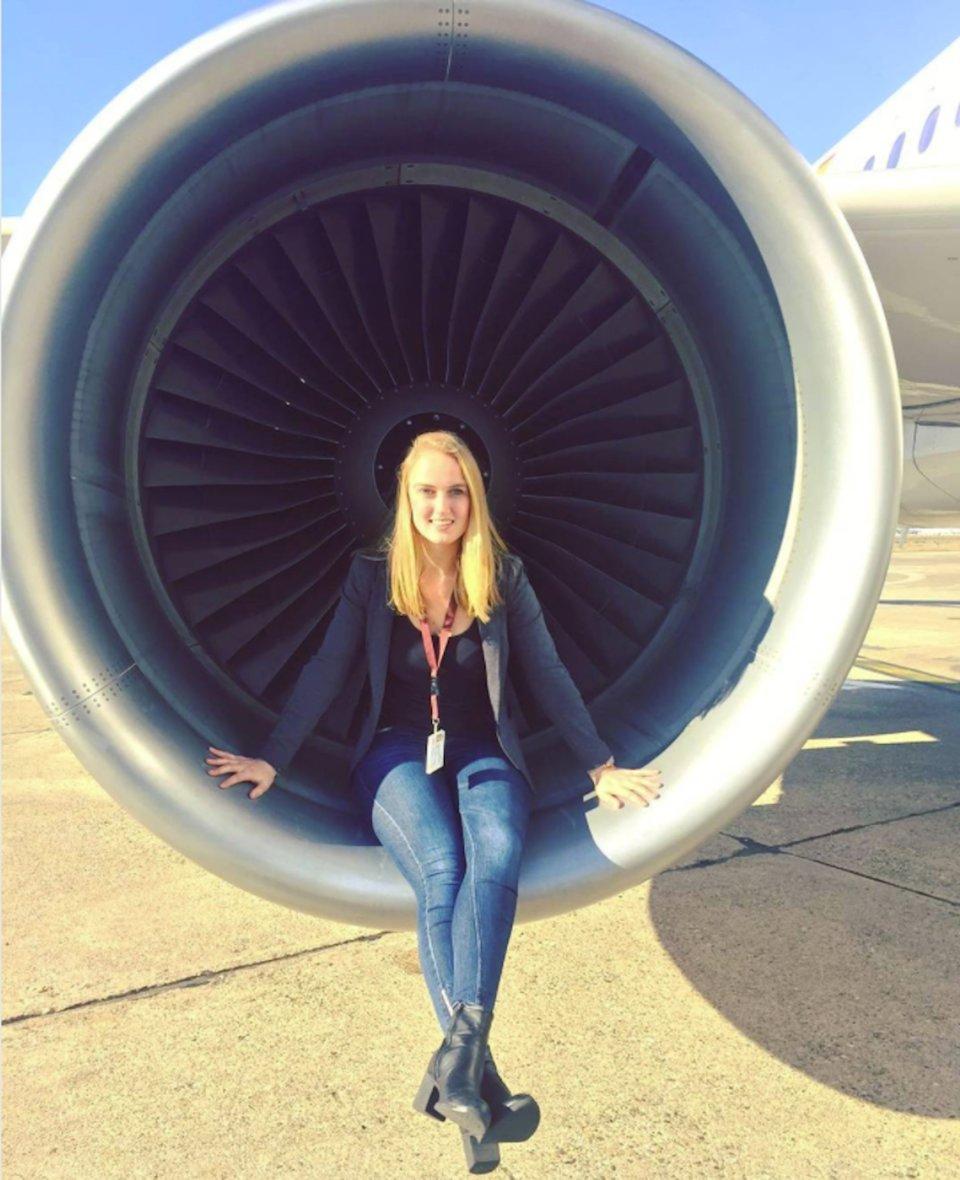 Ngắm nhan sắc của các nữ phi công xinh đẹp nhất thế giới - 2