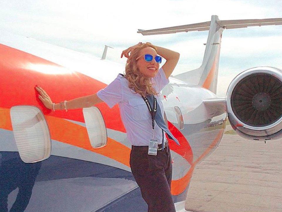 Ngắm nhan sắc của các nữ phi công xinh đẹp nhất thế giới - 10