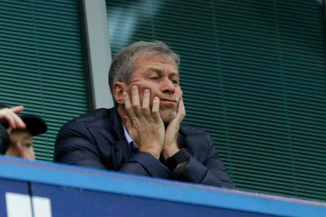 "Tỷ phú fan ""ruột"" MU hỏi mua Chelsea 2 tỷ bảng, Abramovich sốc nặng - 1"
