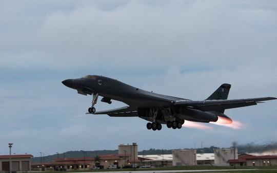Mỹ dừng hoạt động toàn bộ máy bay ném bom B-1B - 1