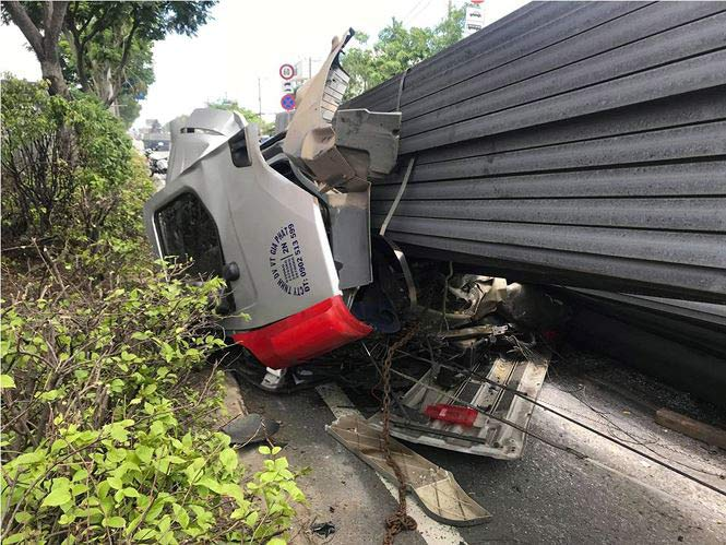 Xe container bay đầu sau cú phanh gấp, quốc lộ 1A kẹt xe kinh hoàng - 2