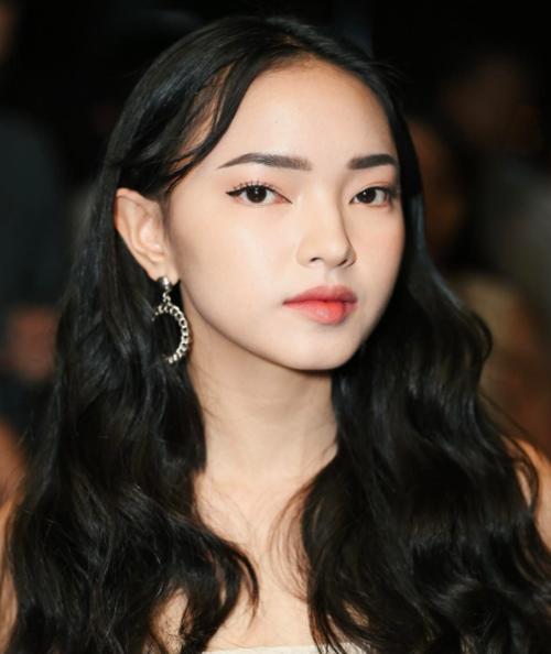 Những suối tóc đen huyền gây thương nhớ của sao Việt - 12