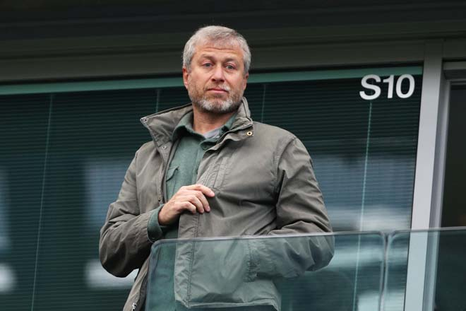 Tỷ phú fan MU hỏi mua Chelsea 2 tỷ bảng: Hazard muốn đào tẩu, Abramovich lao đao - 1