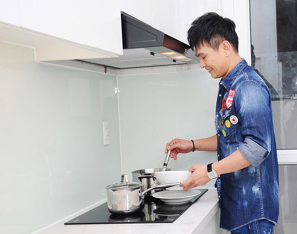 Lâm Hùng tậu căn hộ 4 tỷ, tặng vợ xinh đẹp từ Đà Lạt vào Sài Gòn sống - 14