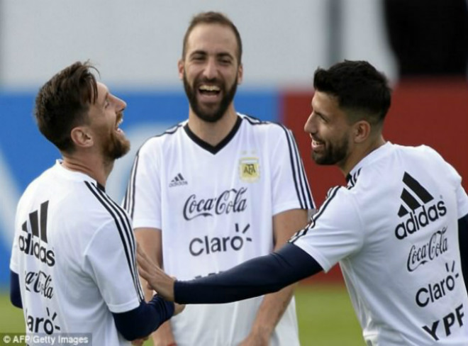 "World Cup 2018: Argentina ""gây bão"", tam tấu Messi – Aguero – Higuain tươi rói"
