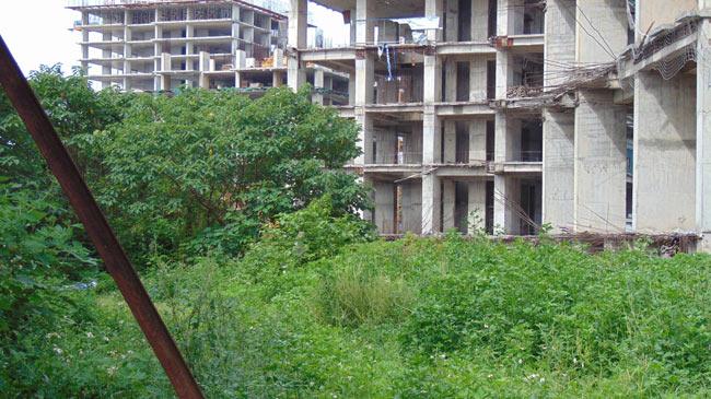 """Cận cảnh hoang tàn của """"thành phố trong mơ"""" giữa lòng Thủ đô - 7"""