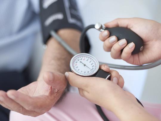 Huyết áp 130/80: nguy cơ mất trí sớm tăng gần gấp đôi - 1