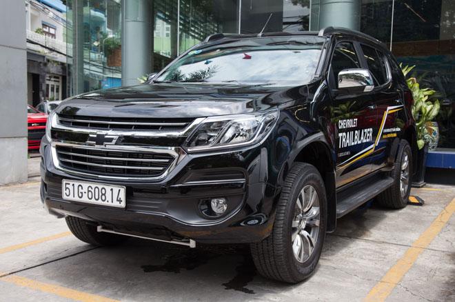 Ngắm nội thất chiếc SUV 7 chỗ bán chạy nhất Việt Nam tháng 5/2018 - 1