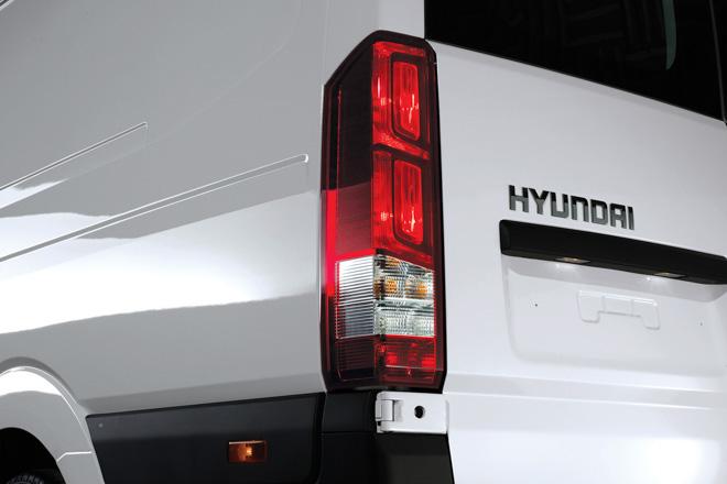 """So sánh Ford Transit và Hyundai Solati: """"Tân binh"""" đấu với """"Vua chở khách"""" - 9"""