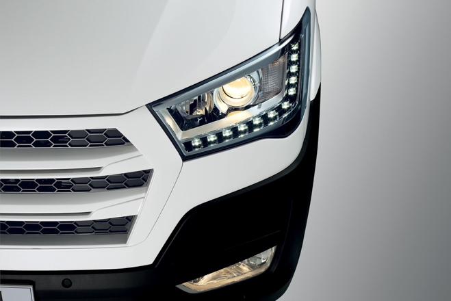 """So sánh Ford Transit và Hyundai Solati: """"Tân binh"""" đấu với """"Vua chở khách"""" - 14"""