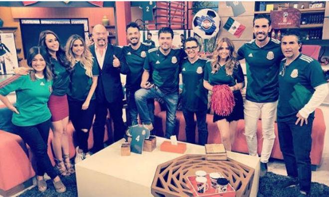 Mexico hạ Đức sốc World Cup: MC đẹp nhất thế giới khoe siêu vòng 3 - 10