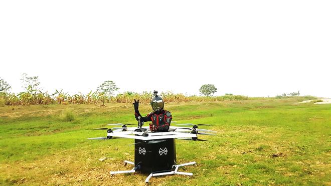 Xem kỹ sư 8X lái trực thăng tự chế bay lượn trên bầu trời - 4