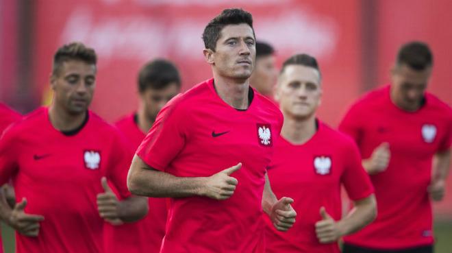 """World Cup Ba Lan – Senegal: """"Đại bàng trắng"""" sải cánh, Lewandowski đọ tài Mane - 1"""