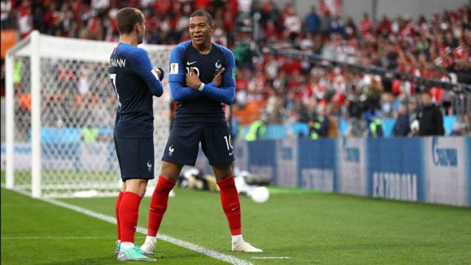 """""""Ăn trộm"""" bàn thắng Giroud, SAO 180 triệu euro đi vào lịch sử ĐT Pháp"""