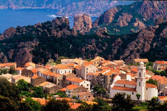 Người Pháp sống trong những ngôi làng thanh bình thế này nhưng khi trên sân cỏ họ lại cực dũng mãnh - 3